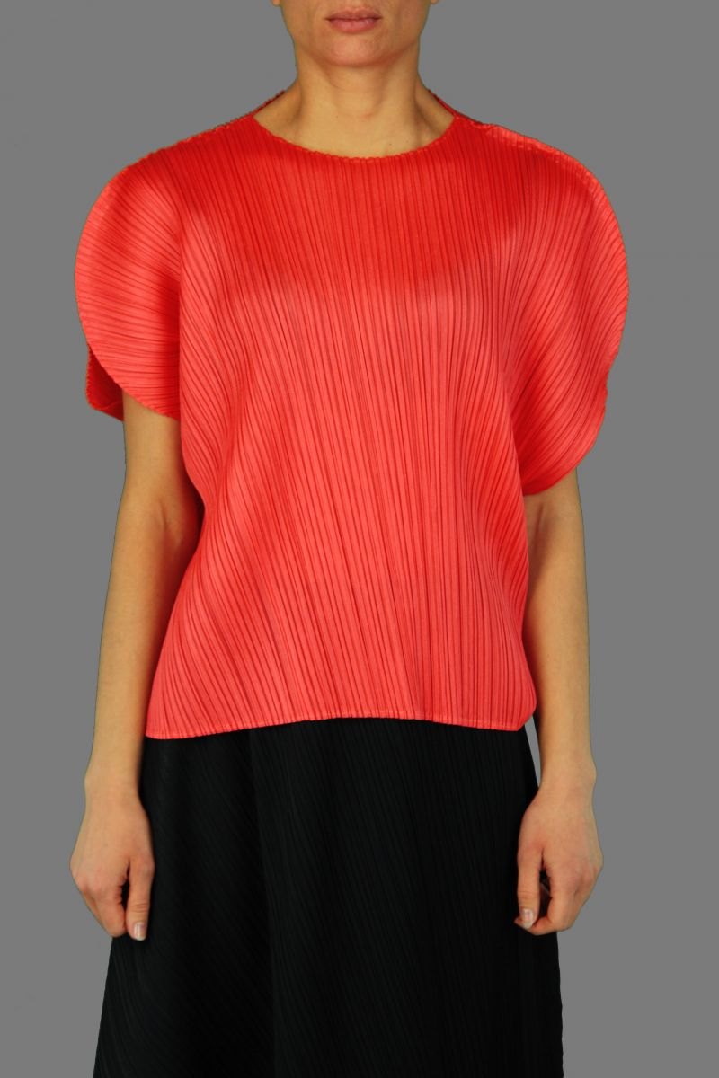 Curved Shirt Top
