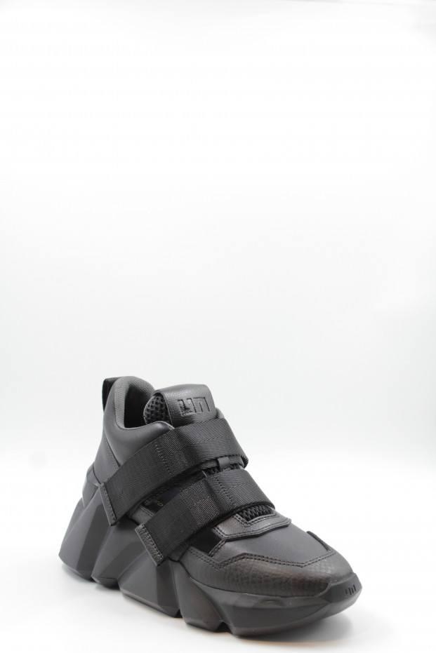 Space Kick Woman Shoes